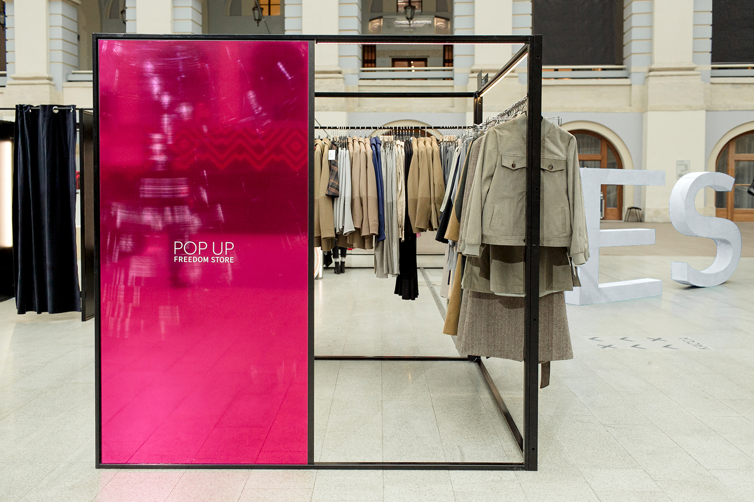 Save fashion pop up store 17 Pop-Up Store Success Stories You Can Learn From - Storefront