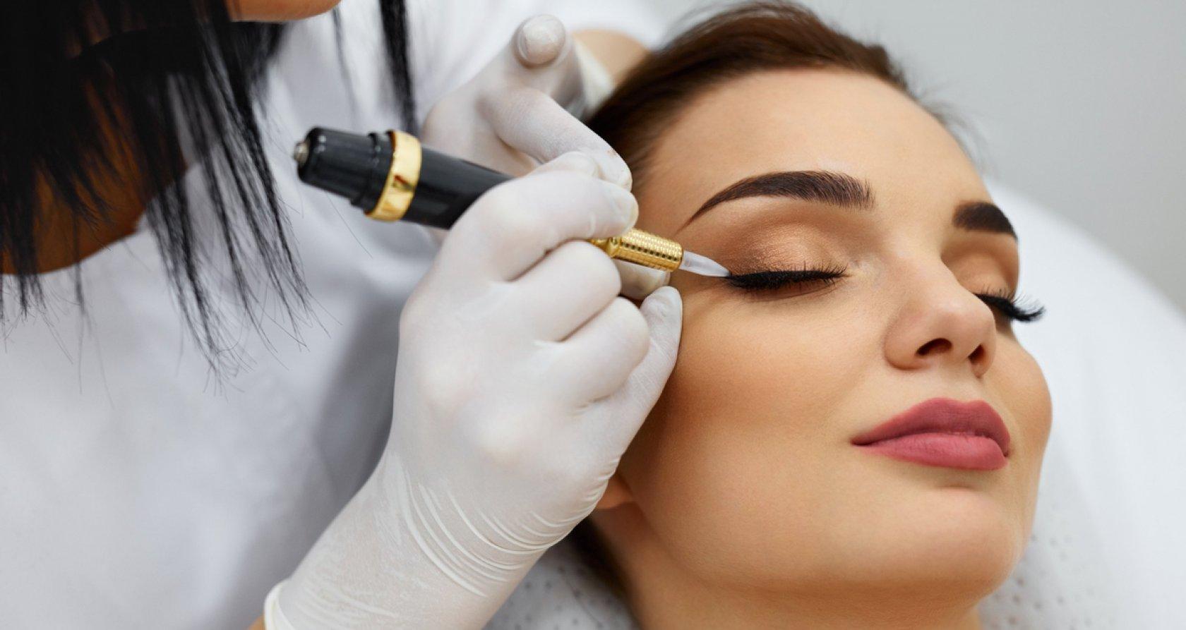 Перманентный макияж бровей клиника