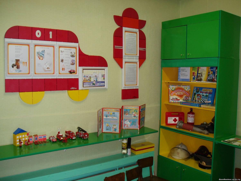 Уголок по безопасности в детском саду  фото по фгос 71
