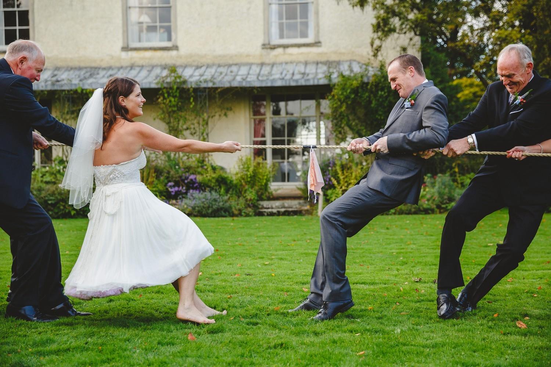 Современные конкурсы на свадьбу для гостей