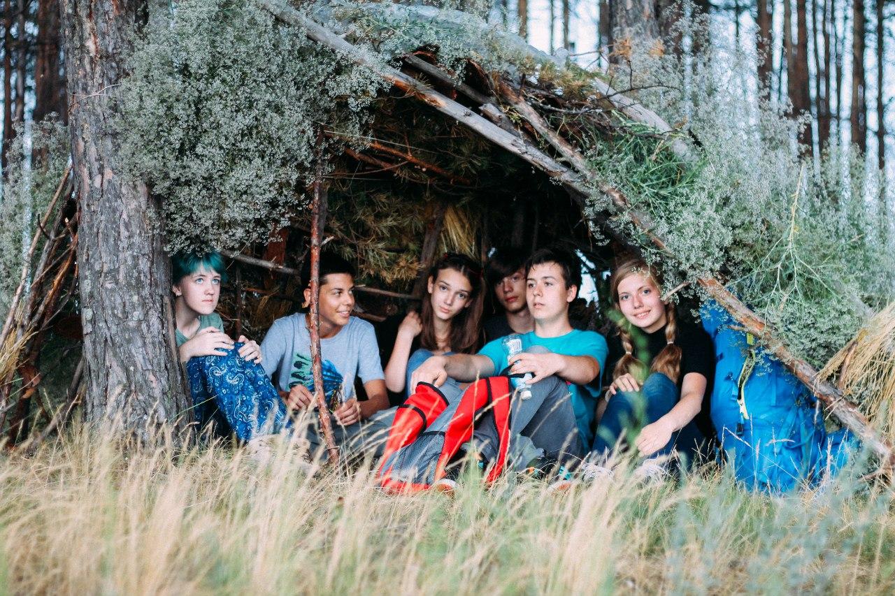дети в шалаше