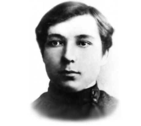 Юный Максим Михайлов в годы учёбы в школе
