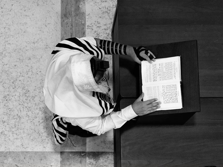 Молящийся в синагоге