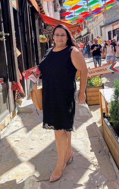 Черни дантелени рокли в макси размери за едри жени,