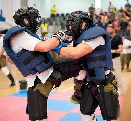 Занятия по самообороне: с чего начать и как выбрать инструктора?