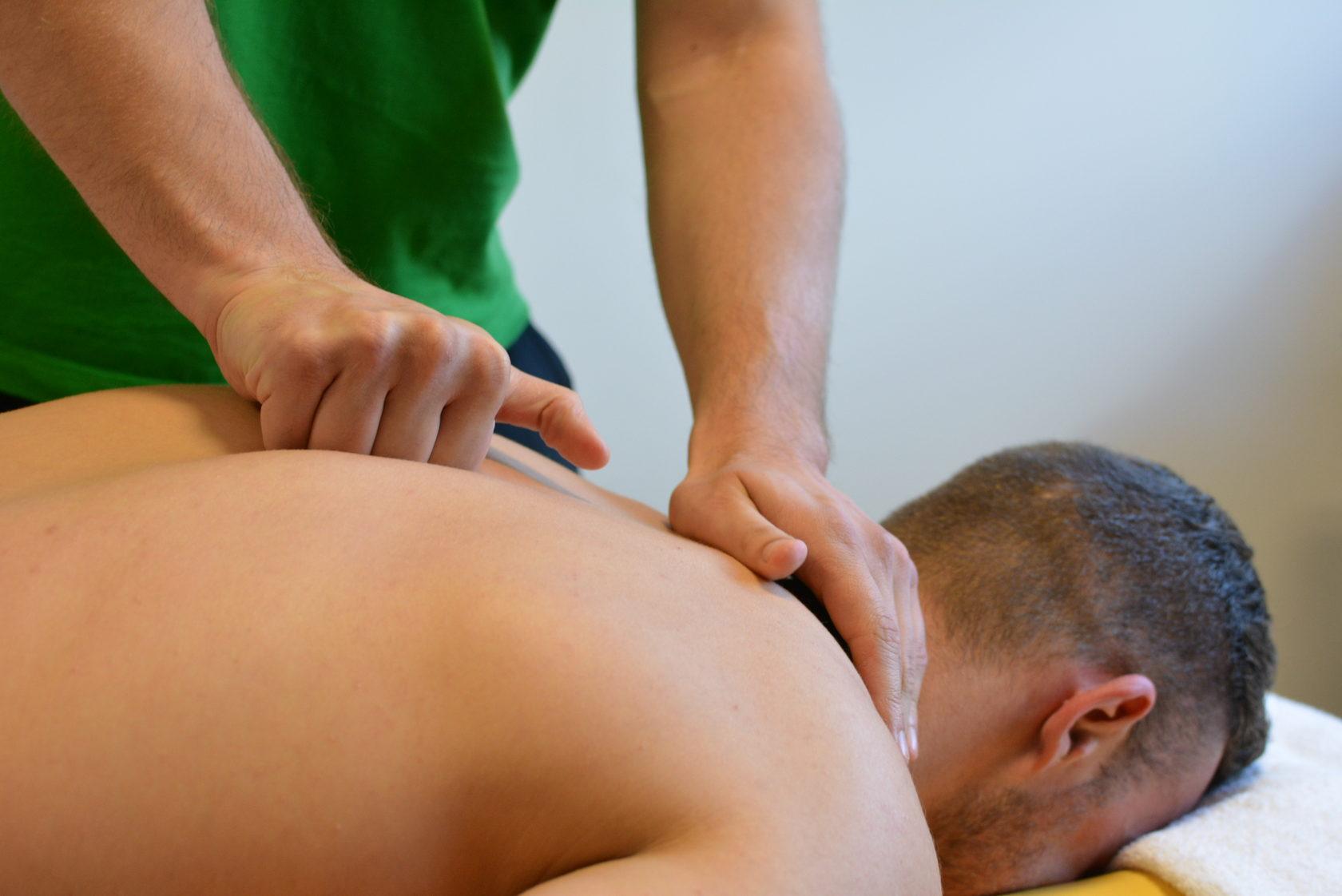 Как сделать массаж парню на спине видео, жестко оттрахали пока пьяная