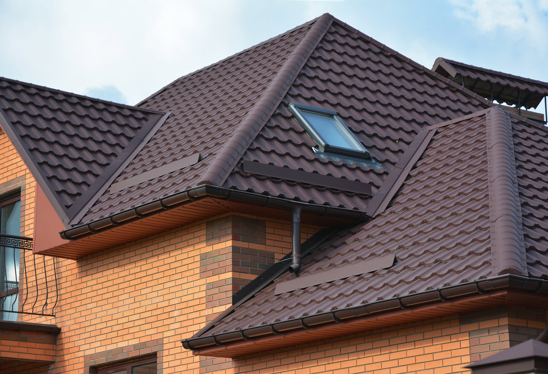 Картинки дома с крышей из металлочерепиц