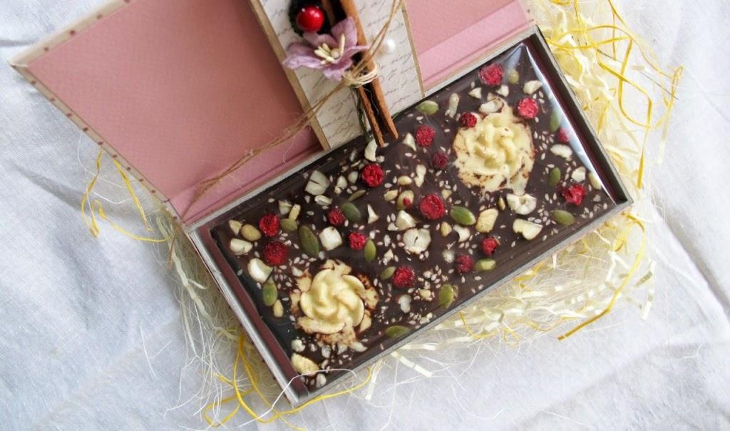 Шоколад ручной работы с начинкой из ягод и орехов