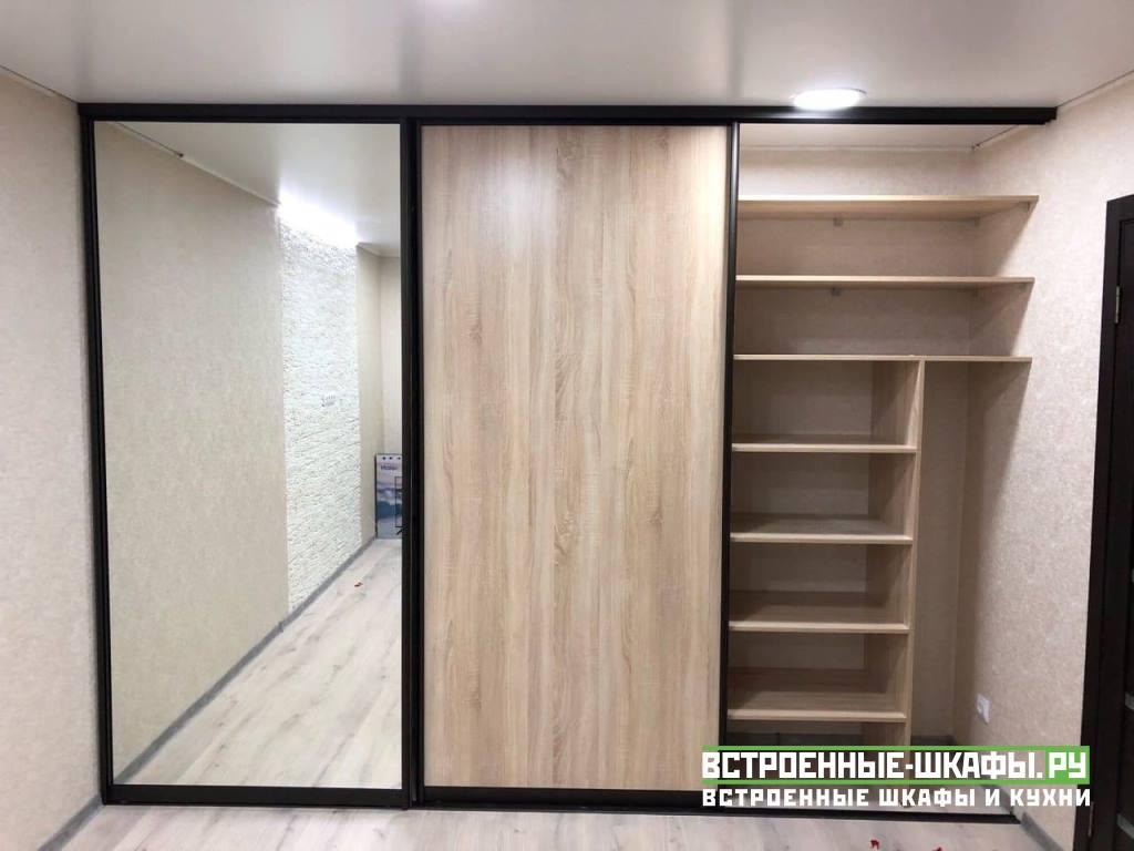Встроенный шкаф купе на три двери по индивидуальному заказу