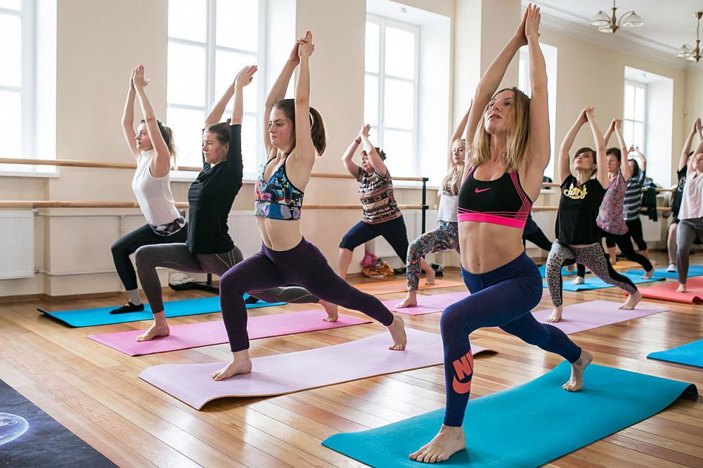 Групповые занятия по йоге
