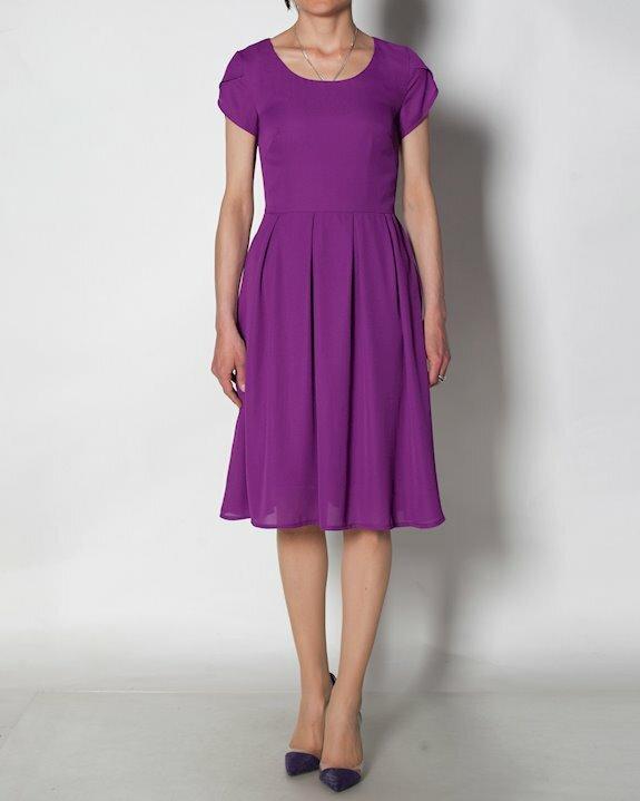 Лилава дамска рокля от шифон с разкроена долна част и къс ръкав, подходяща за лято 2021 от Efrea.