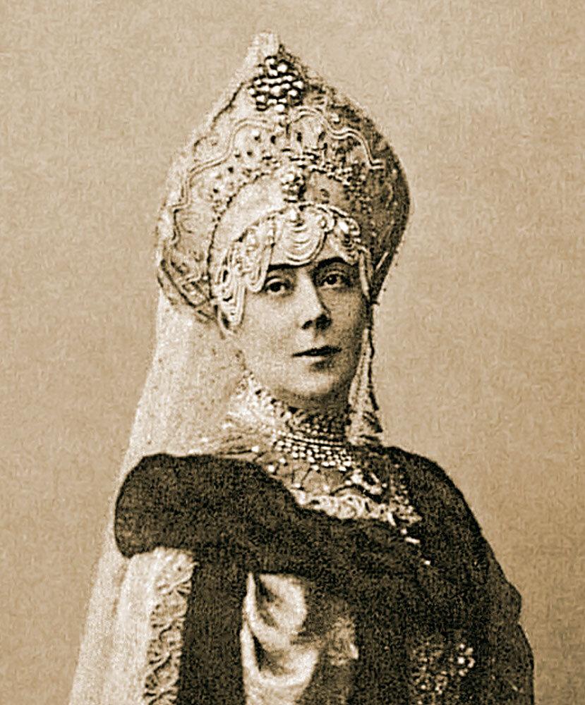 Капитолина Макарова на костюмированном балу