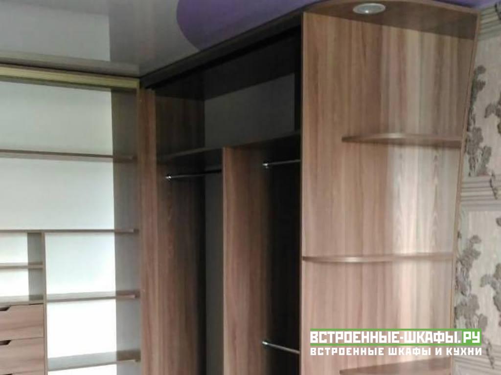 Вместительный угловой шкаф купе с радиусными полками