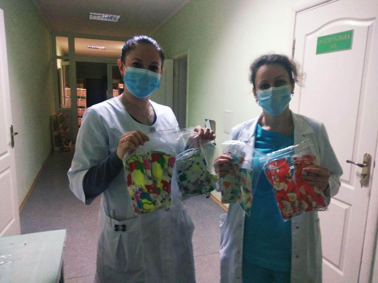 Активисты Партии Шария в Виннице подарили маски для детской больницы