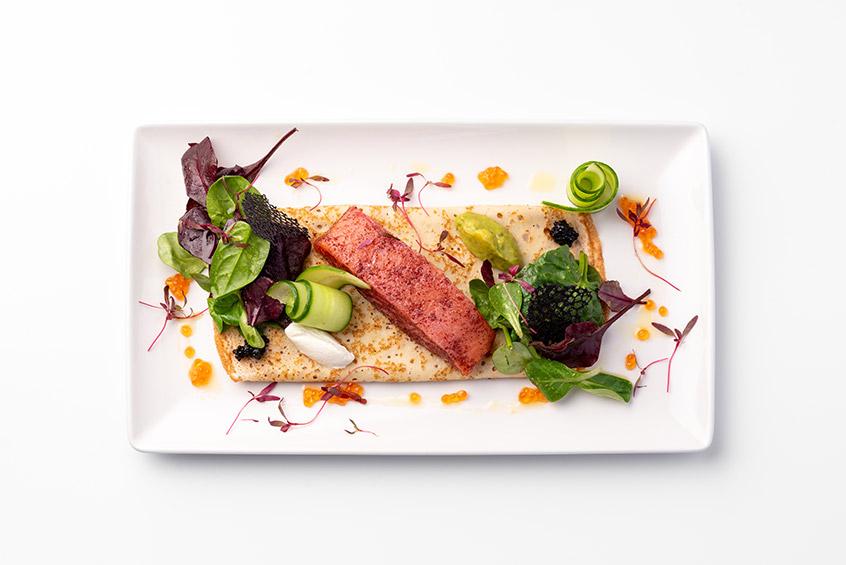 Блины с маринованным лососем и соусом гуакомолле