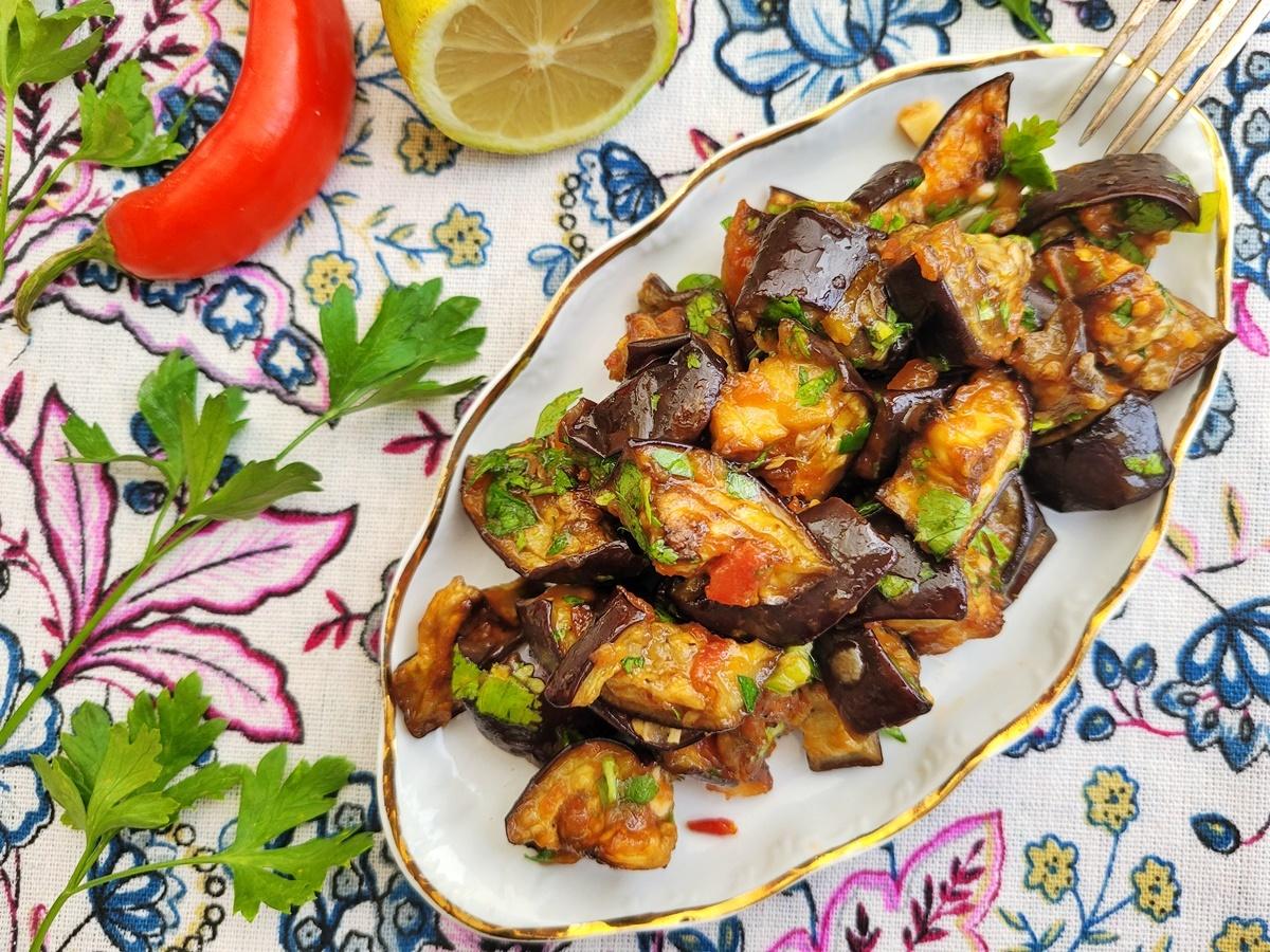 Салат из баклажанов – пикантный и ароматный. Блог Вкусный Израиль.