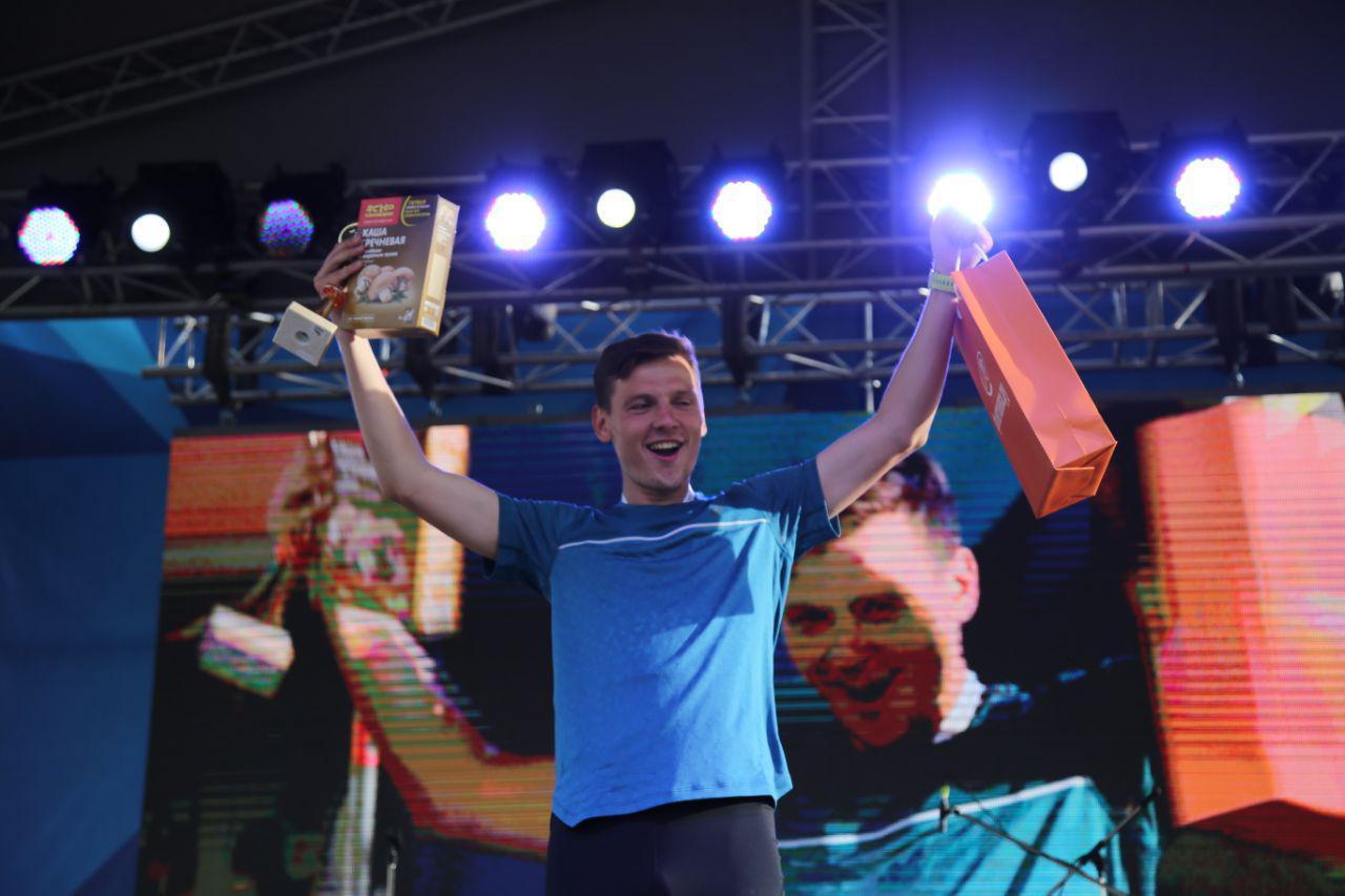 Награждение абсолютов в беге на 10,5 км на втором ЗСД Фестивале, на фото Ляликов Николай