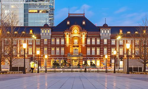 Железнодорожный вокзал в Токио очень похож на европейские вокзалы