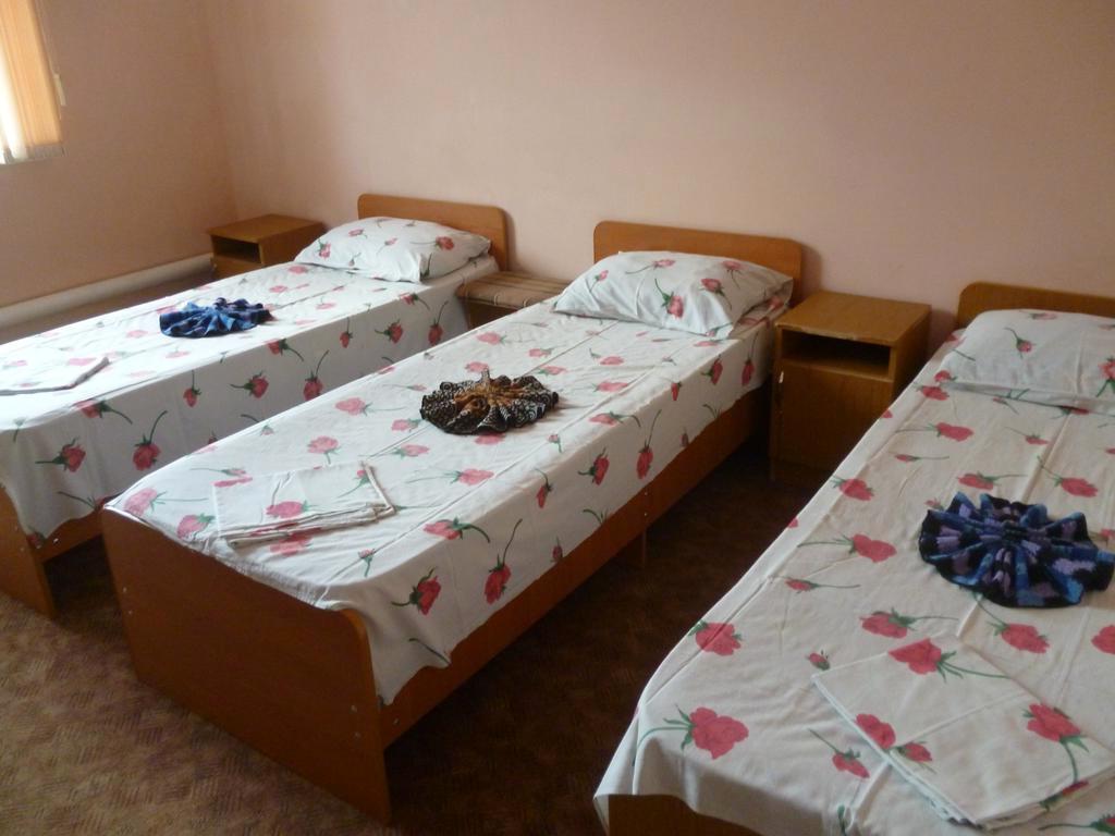 Трехместный номер в гостевом доме Наш дом, Лермонтово