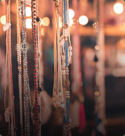 Разработка фирменной стилистики  и оформление 14 групп вконтакте для сети аукционов и магазинов «Валерия»