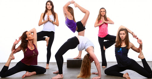 Группа по йоге для среднего уровня
