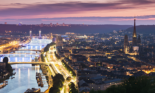 Невероятная ночная панорама на город Руан и его окрестности
