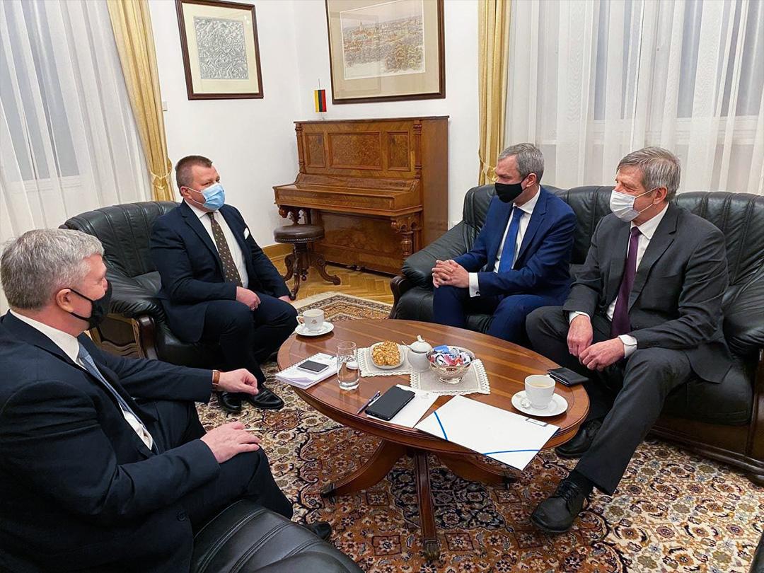 П. Латушко и В. Астапенко с зам. Министра иностранных дел Литовской Республики М. Адоменасом