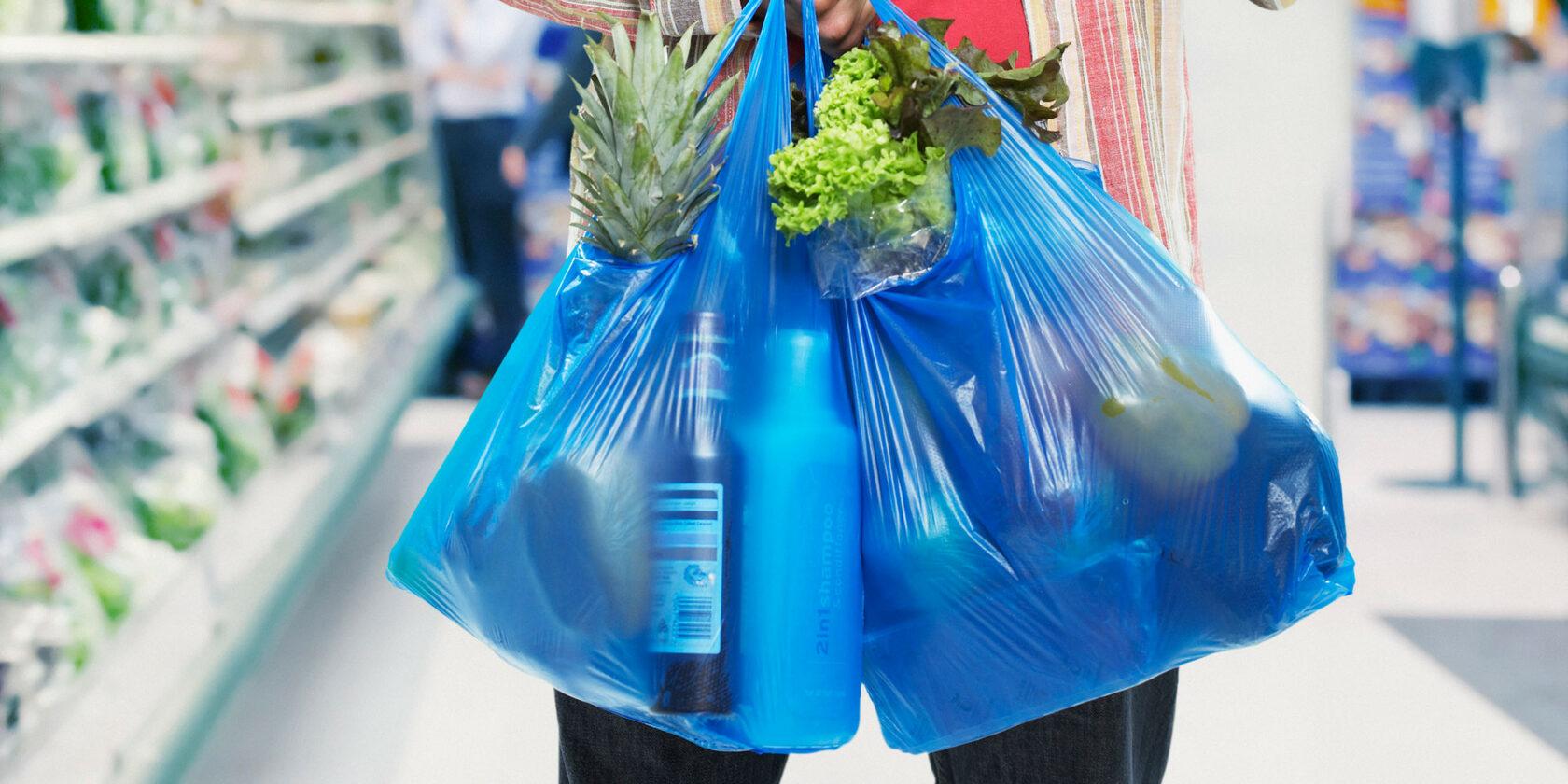 Рада запретила продажу пластиковых пакетов. Назначили штрафы