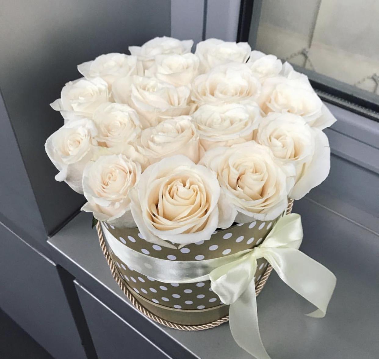 Красивые букеты спб в коробке, цветы нарцисс