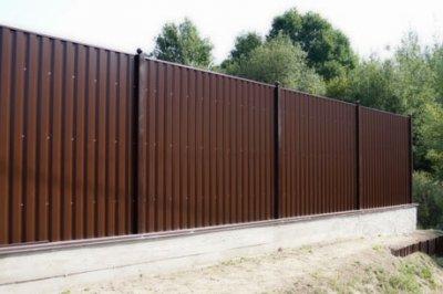 Забор из профлиста в рамках