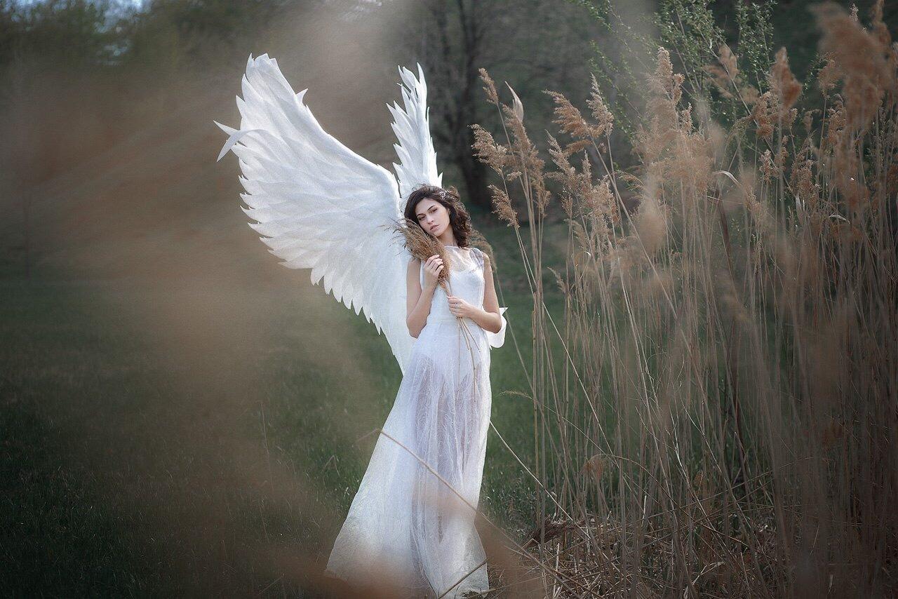 fotoset-devushek-v-obraze-angela-seks-kuzinoy-i-ee-podrugoy