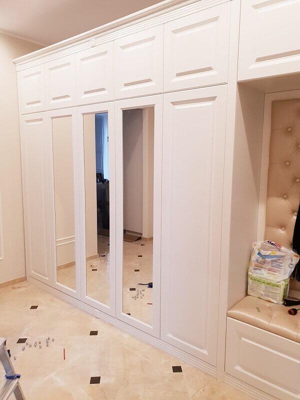 Белый шкаф купе в коридор фото