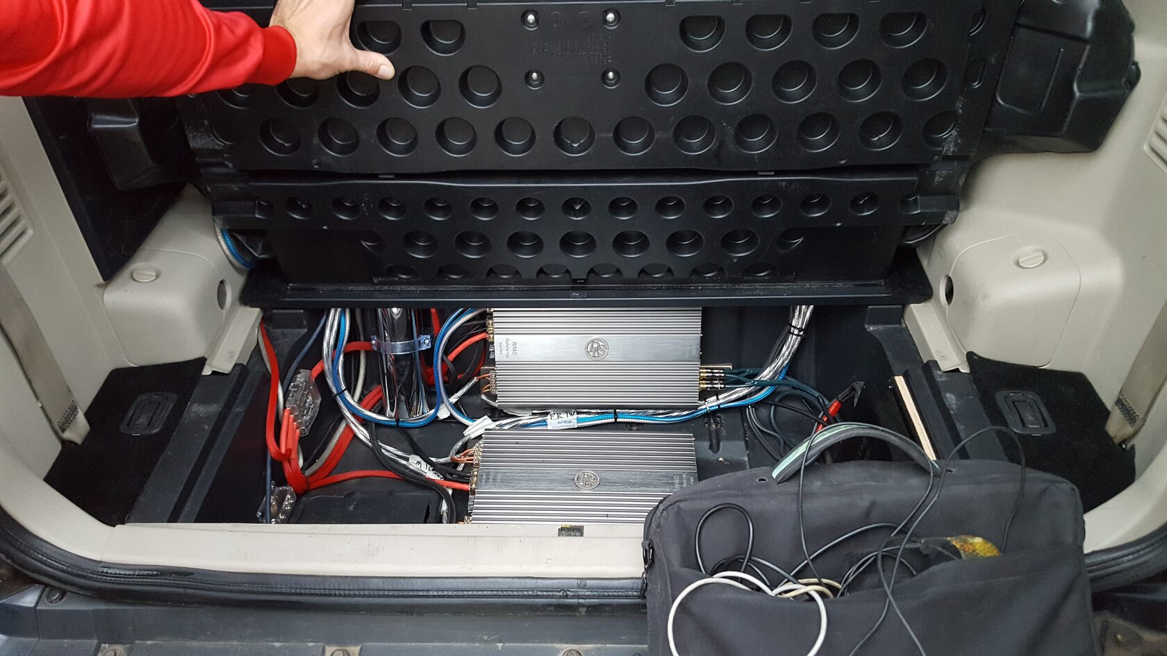 установка усилителей в паджеро 4