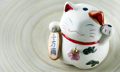 Очаровательная японская игрушка манеки-неко из фарфора