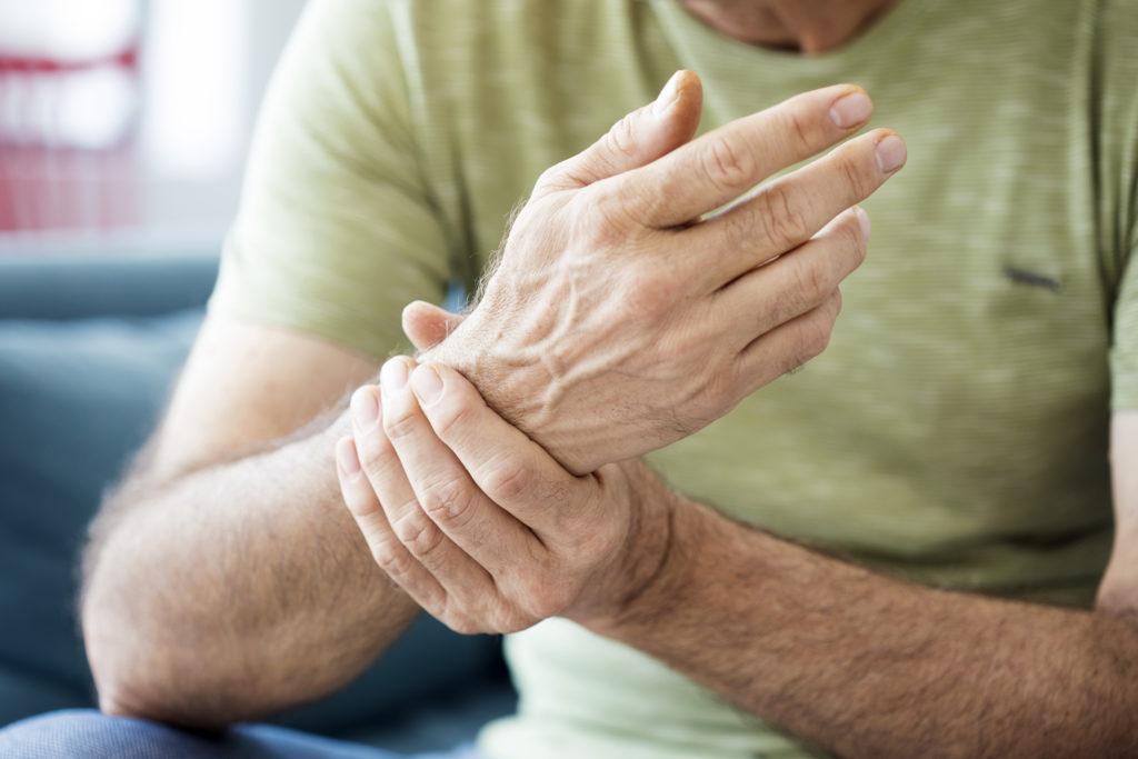 тремор рук и головная боль