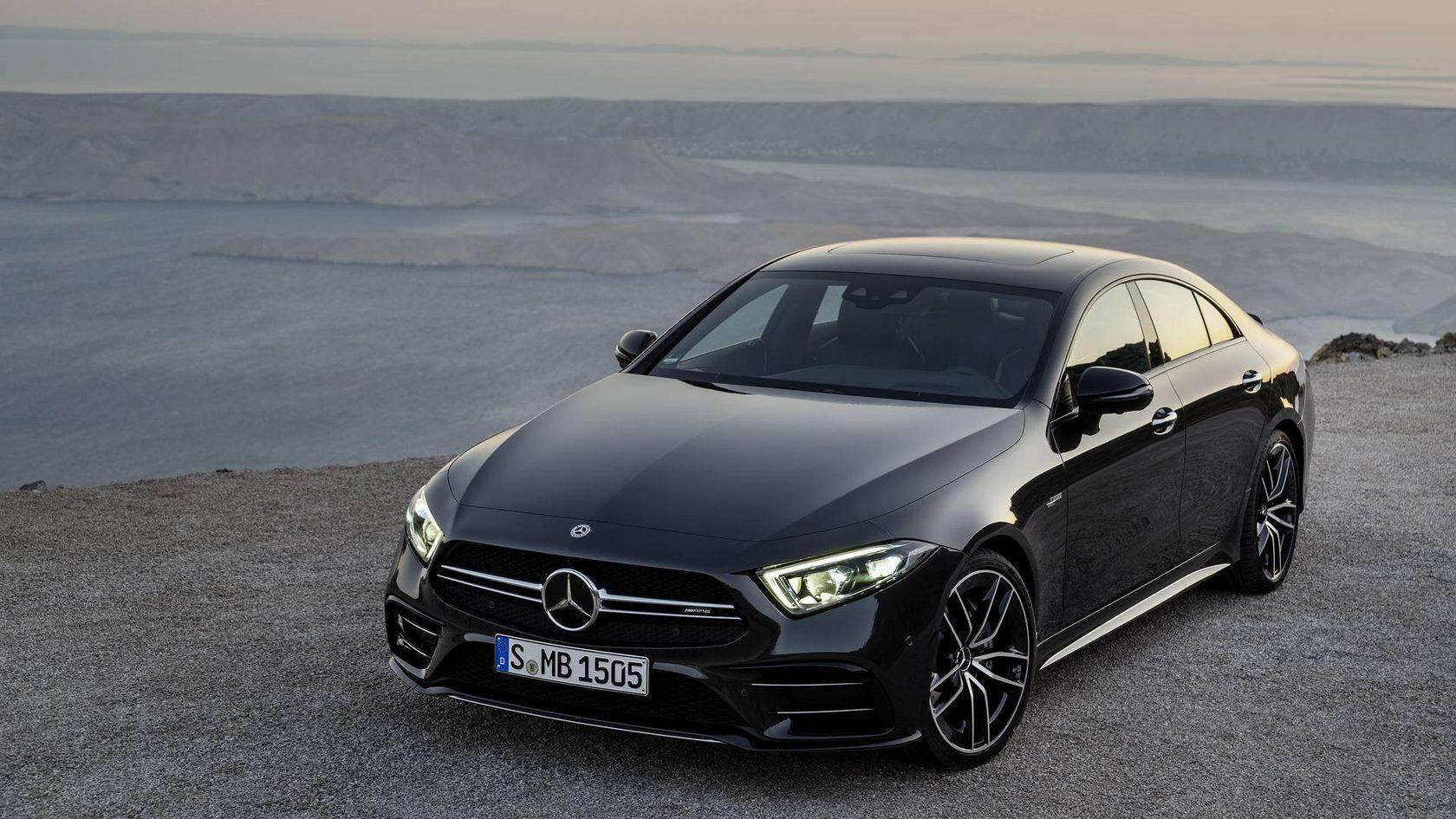 А это Mercedes AMG CLS. Достаточно тяжело отличить неподготовленному человеку.