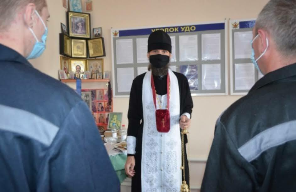 Иерей Геннадий Малютин поздравил осужденных  в СИЗО-1