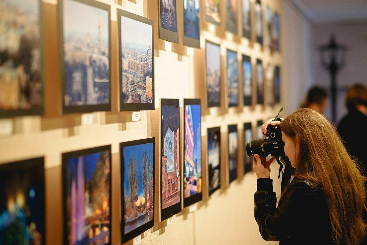 Посещайте фотовыставки, там можно встретить массу единомышленников