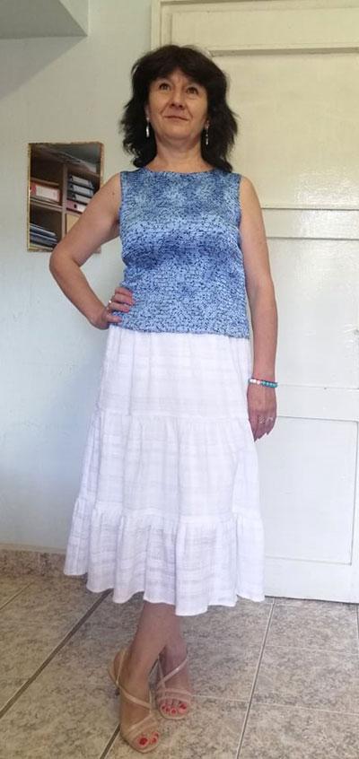 Бяла рокля с волани и дамски топ за лято 2021