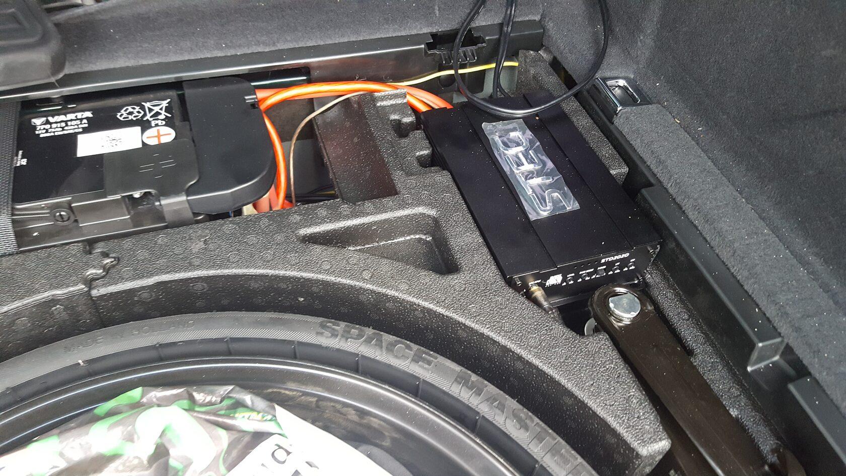 установка усилителя и процессора в ауди ку 5