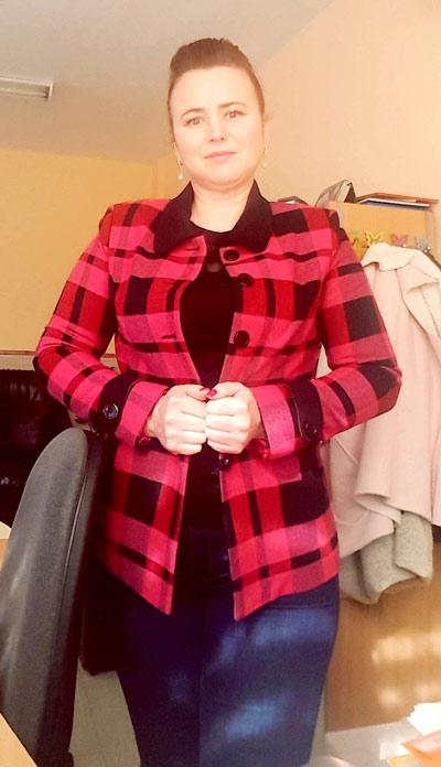 Късо палто от вълна в модерно каре от Ефреа.