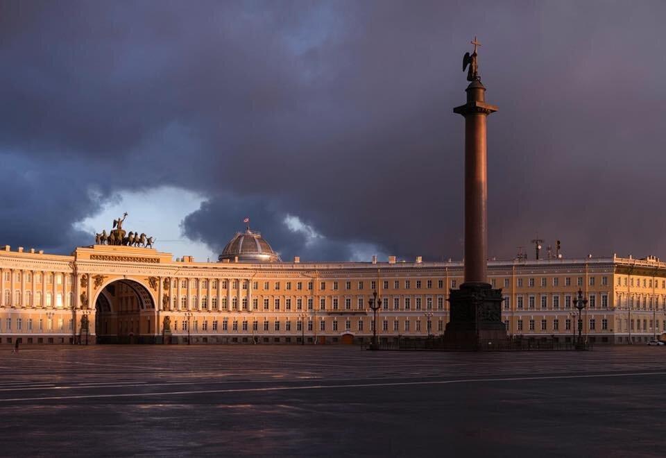 «Безлюдный Петербург в начале ковид»Фотографии с выставки Максима Атаянца