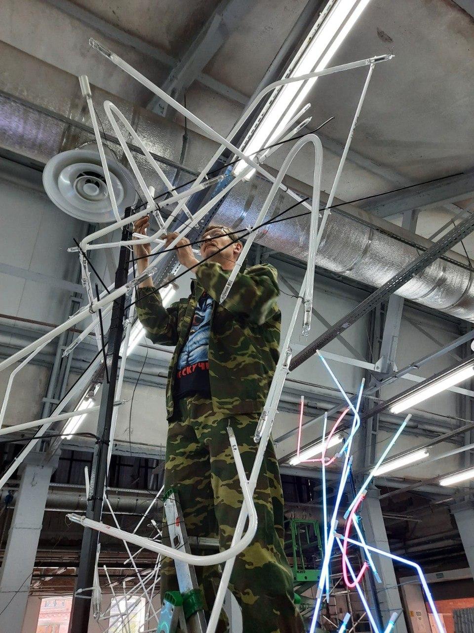 Монтаж неоновой инсталляции