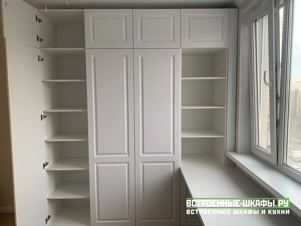 Встроенный шкаф купе на заказ в однокомнатной квартире