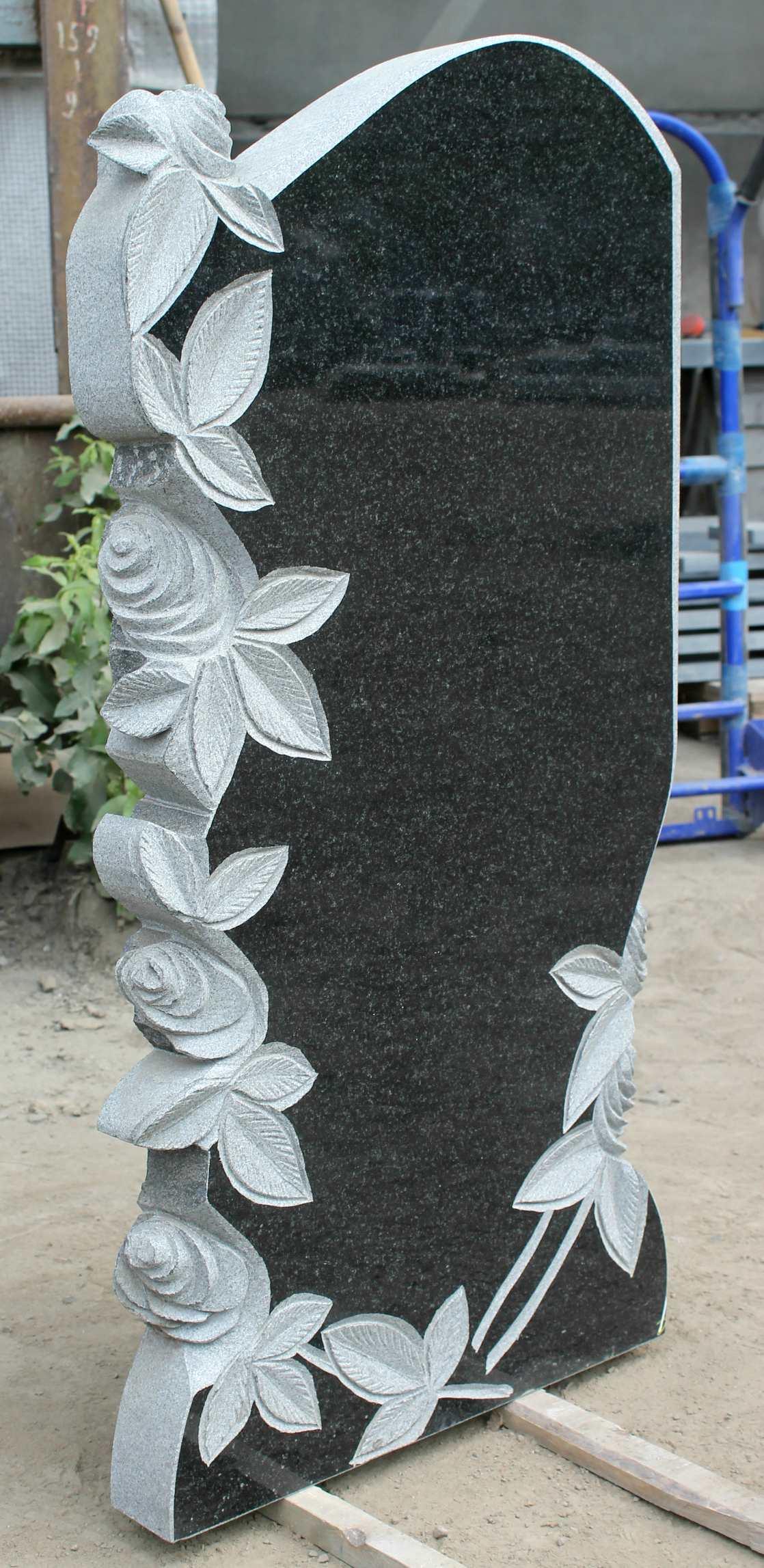 Памятник фигурный с цветами