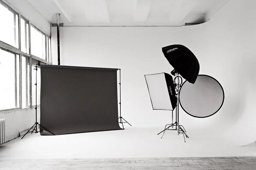 Платиковая сборная циклорама в фотостудии