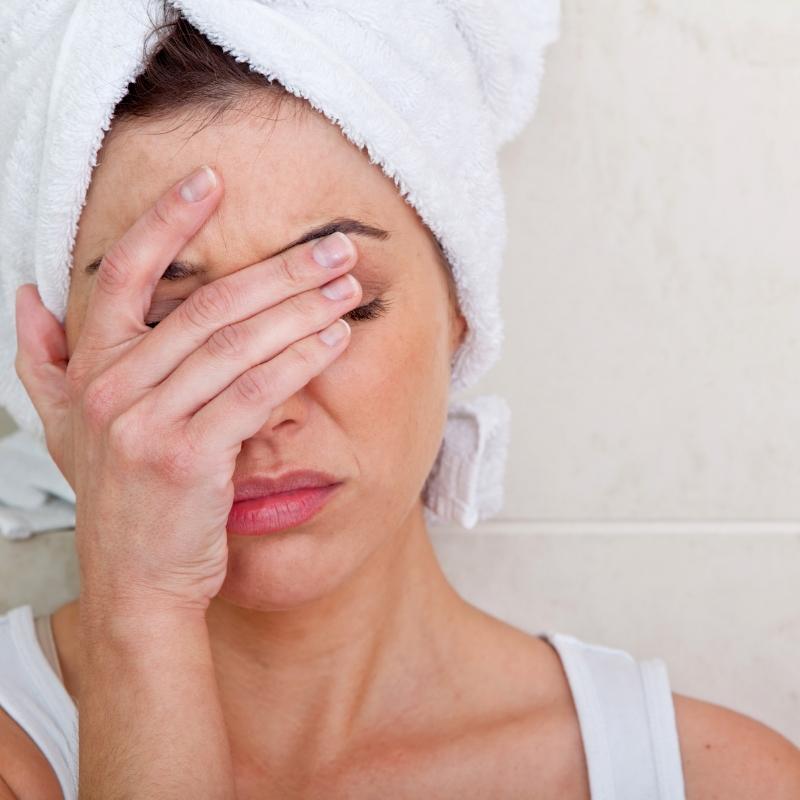 болит голова после ванной