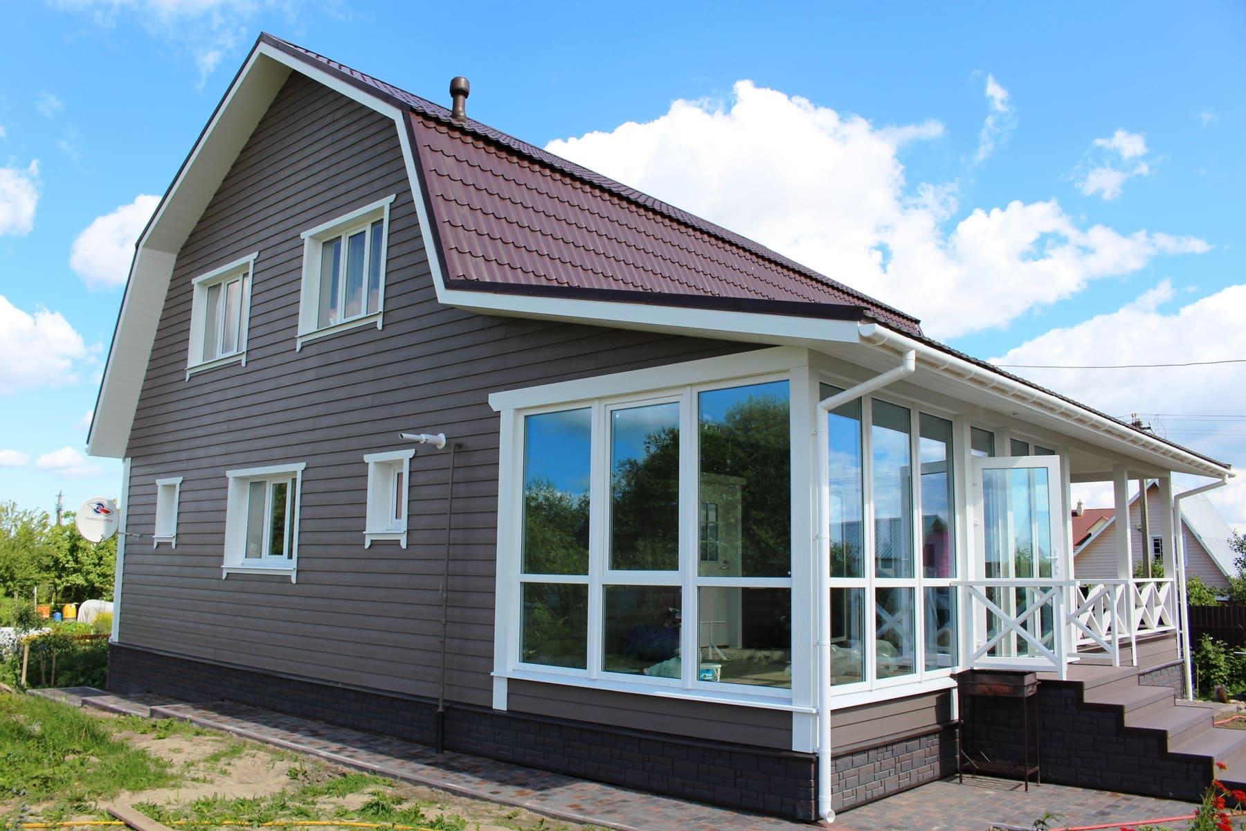 Загородный дом с балконом обшитый сайдингом фото
