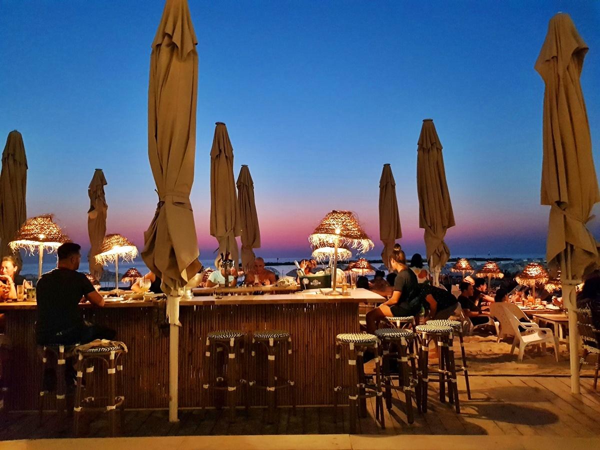 Лала ленд - пляжный ресторан в Тель-Авиве.