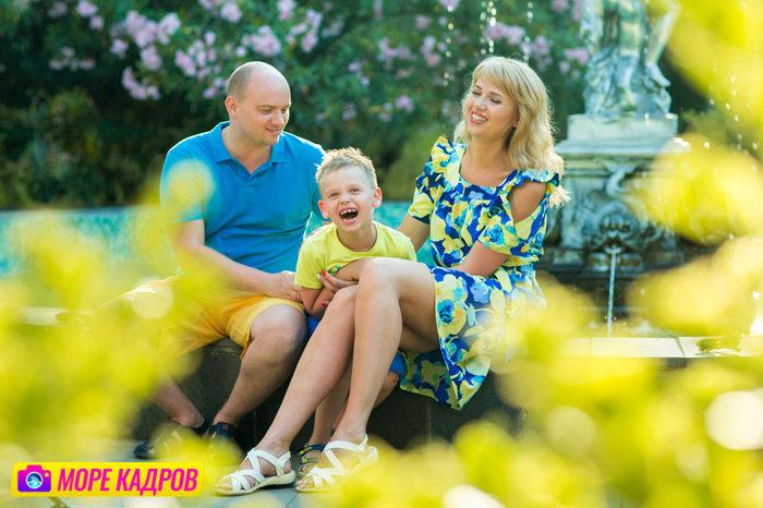 фотосессия для большой семьи в парке Айвазовского в Крыму, семья из 7 человек